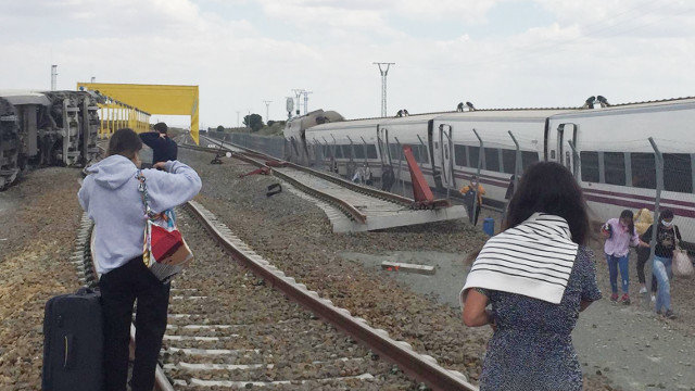 El tren descarrilado en Zamora. DP