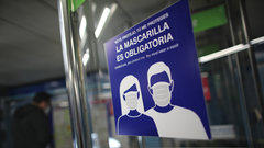 Un cartel que recuerda el uso obligatorio de la mascarilla. EUROPA PRESS