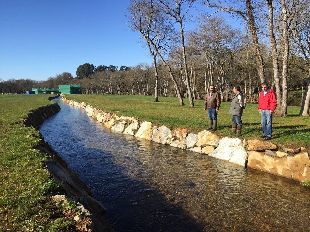 R o furelos pretende criar truchas en el canal del molino for Como criar truchas en estanques