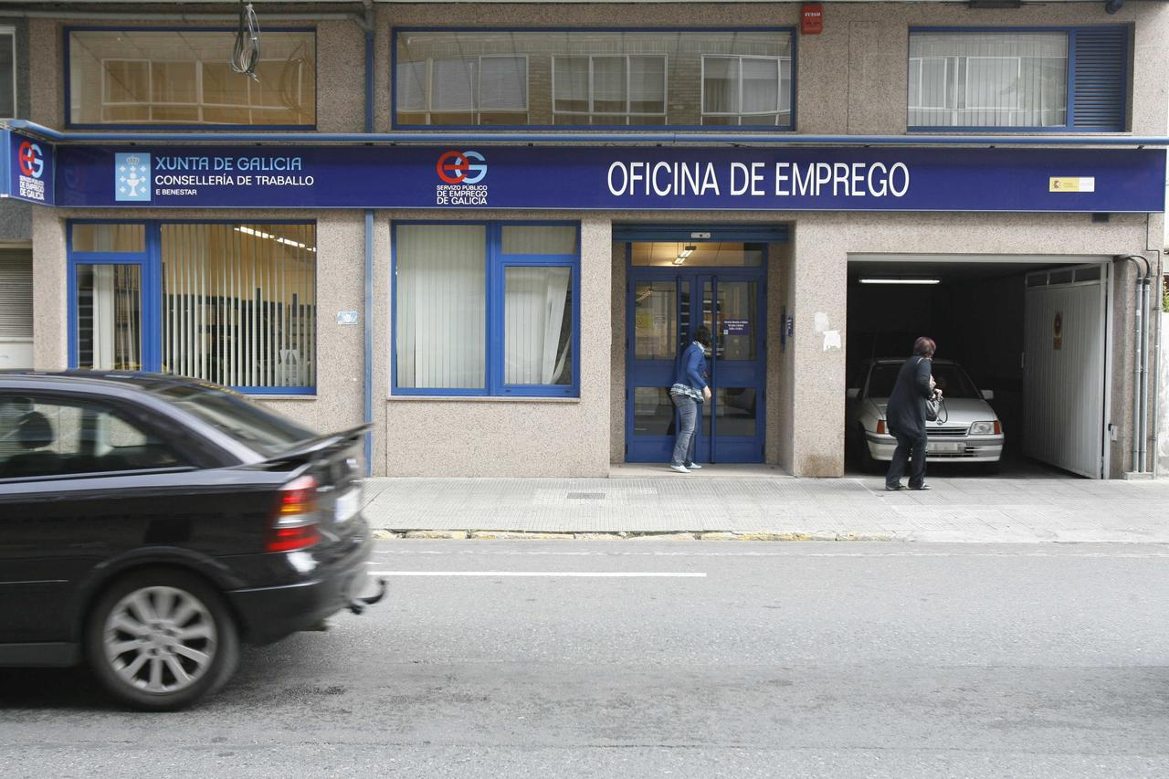 el paro en galicia sube en personas y llega al 18