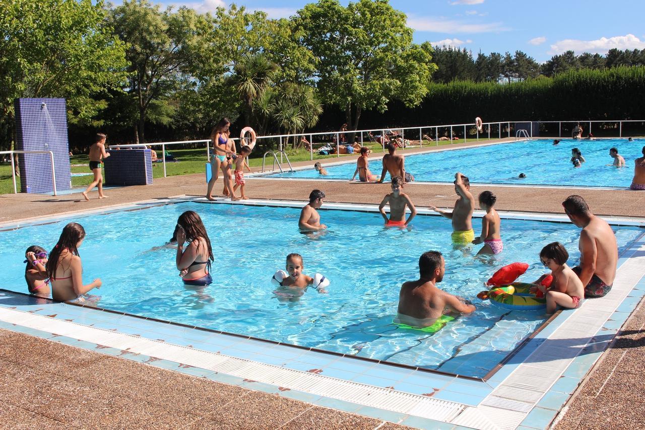 La piscina municipal de cospeito ofrece hoy juegos e for Piscina municipal lugo