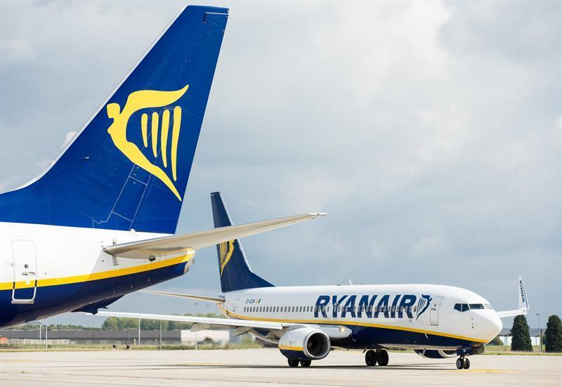 Ryanair reclutar cien nuevos tripulantes de cabina en espa a - Cabina ryanair ...