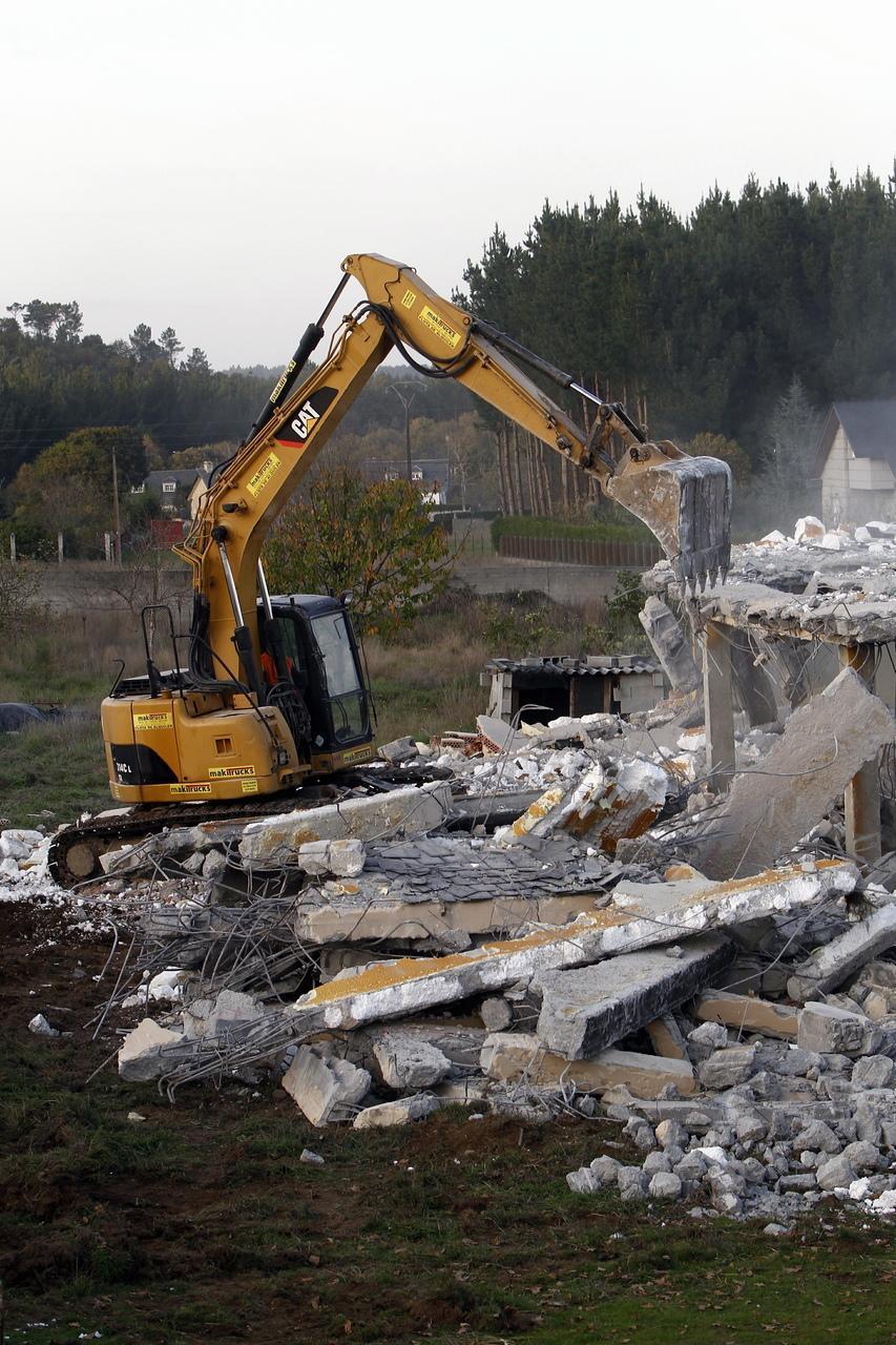 La Xunta acrecienta la inspección urbanística en la comarca y suma ya 32 derribos este año. En Barro, 1.