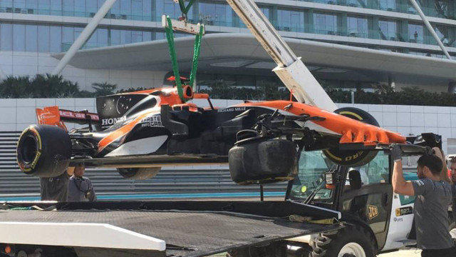 Fernando Alonso sufre un accidente en Abu Dhabi