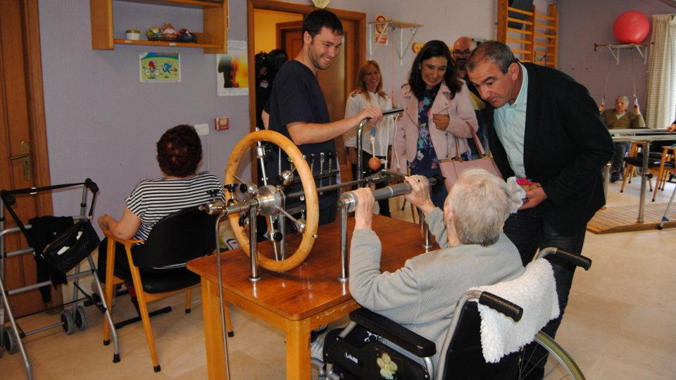 Darío Campos en una visita a una residencia de mayores. AEP