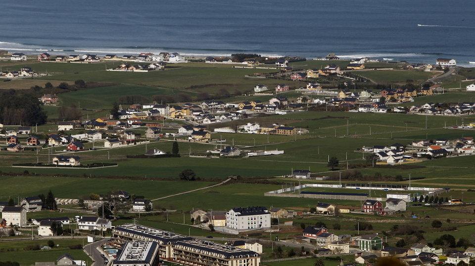 Varias urbanizaciones en la costa este del concello de Barreiros.JOSÉ Mª ÁLVEZ (AMA)