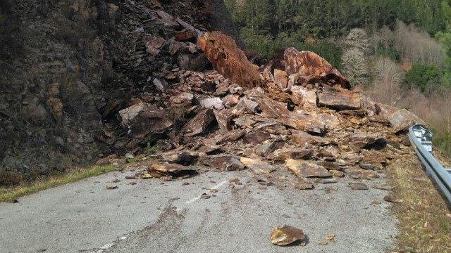 Image result for desprendimiento de tierra
