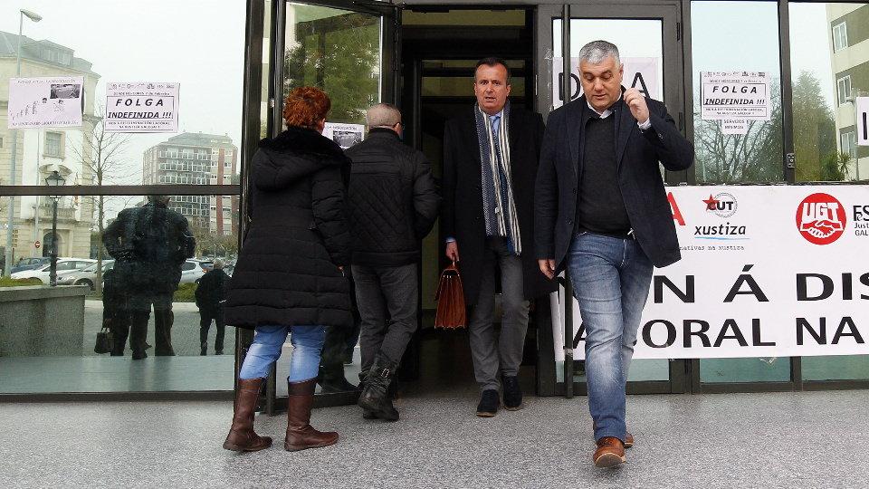 El alcalde de Barreiros, en los juzgado de Lugo. XESÚS PONTE
