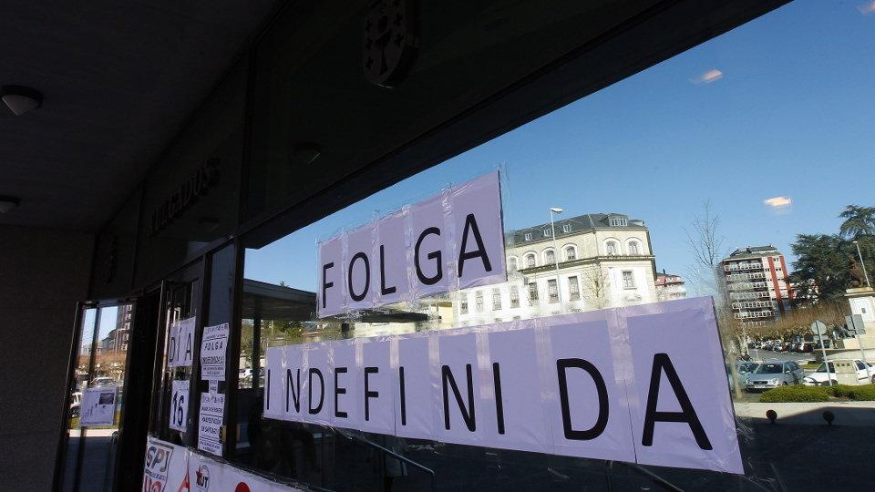 Cartel que anuncia a folga de Xustiza. XESÚS PONTE