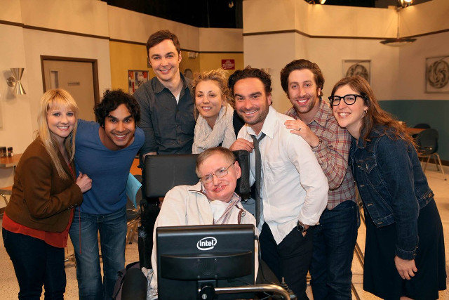 Stephen Hawking, con el reparto de 'Big Bang Theory