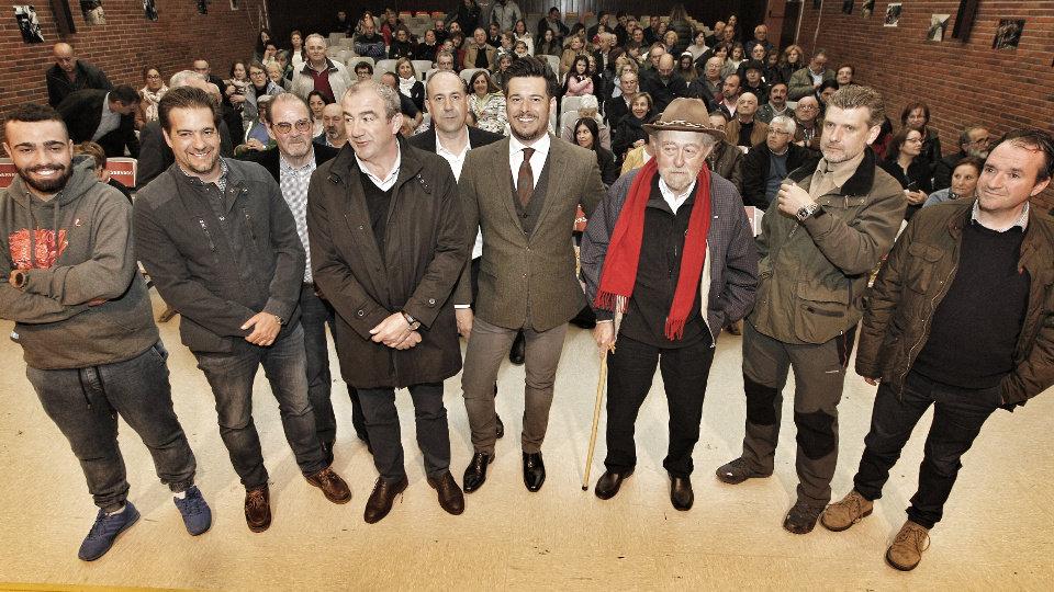 Martín Barreiro, en el centro, en A Pontenova. EP