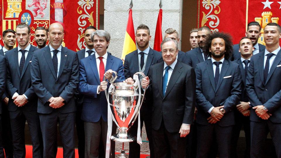 El Real Madrid Lleva La Copa De Europa A La Sede De La