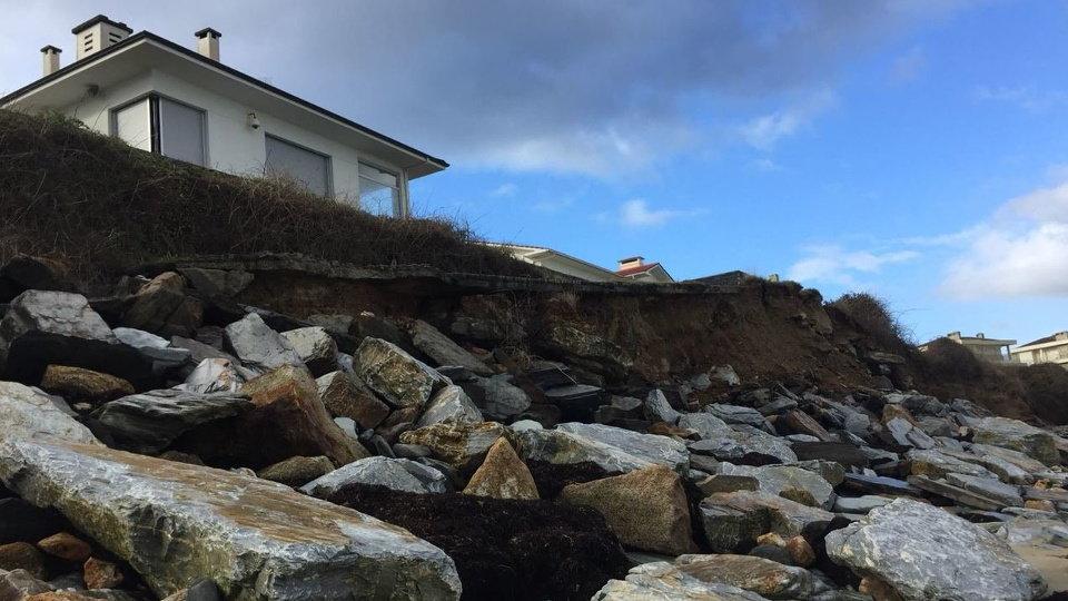 Rocas desprendidas y casa casi en el aire, en Altar. MERO
