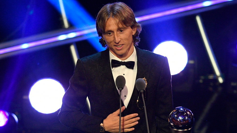 Luka Modric recoge el premio The Best. NEIL HALL (EFE)