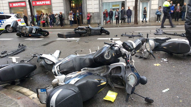 Varias motos tras el atropello de Barcelona. GUARDIA URBANA