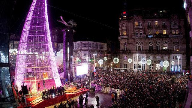 38b47fe073f El encendido del alumbrado navideño abarrota las calles de Vigo