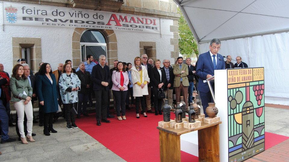 Autoridades en la Feira do Viño de Amandi en Sober. MIGUEL PIÑEIRO