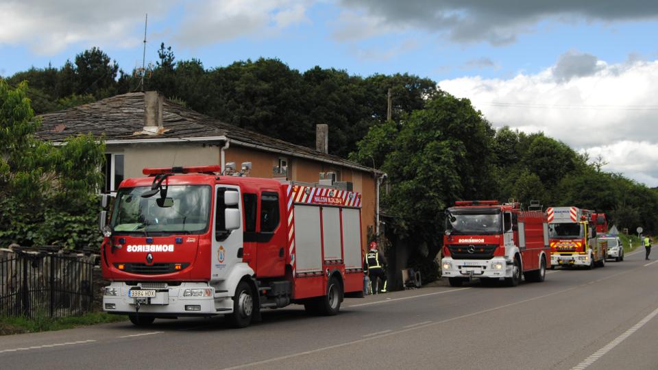Imagen de archivo de unos camiones de bomberos. AEP
