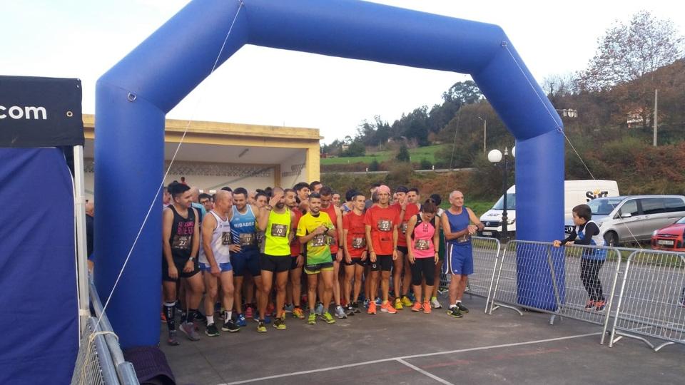 Atletas listos para correr una prueba organizada por Ollomao en Barreiros. AEP